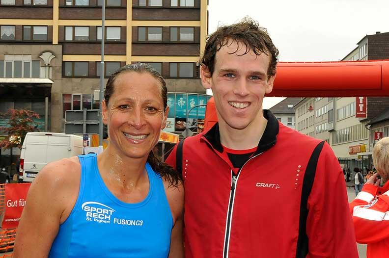 Julia Brengel und Jonas Lehmann sind die Sieger beim Hauptlauf über 10 km beim 28. Neunkircher Sparkassen-Citylauf des VfA Neunkirchen. (Foto: schneider-consulting)